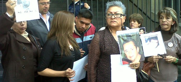 Members of FUUNDEC and FUNDEM outside the Federal Interior Ministry